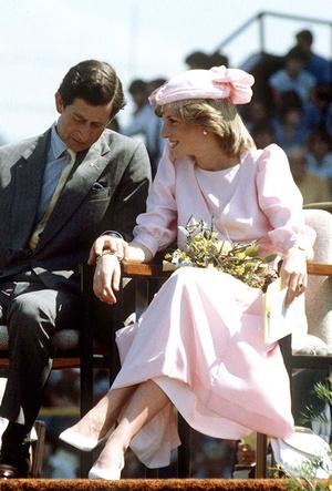 Фото №7 - Фирменные позы и жесты королевских особ (а вы замечали?)
