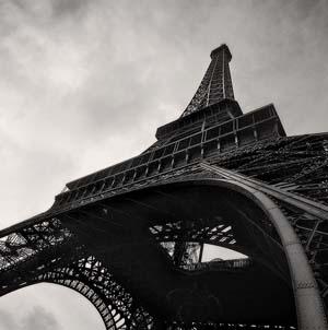Фото №1 - Эйфелеву башню выключат ради спасения мира