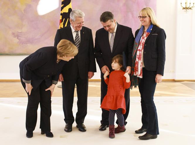 Фото №14 - «Дипломатия сумочки»: женщины в большой политике