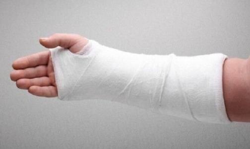 Фото №1 - Петербурженка получит 70 тысяч рублей от коммунальщиков за перелом руки
