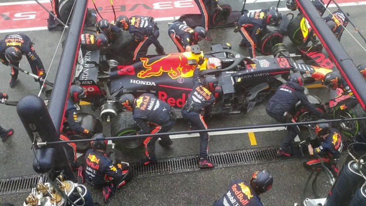 Фото №1 - Конюшня Red Bull побила рекорд пит-стопа— всего 1,88 секунды (видео)
