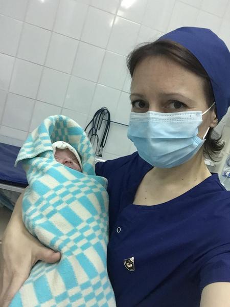 Фото №1 - Подвиг в тылу: российские мамы сотнями шьют маски для врачей