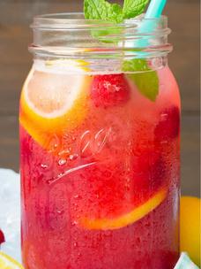 Фото №1 - Тест: Выбери холодный напиток и получи предсказание от Лу из «Элиты»