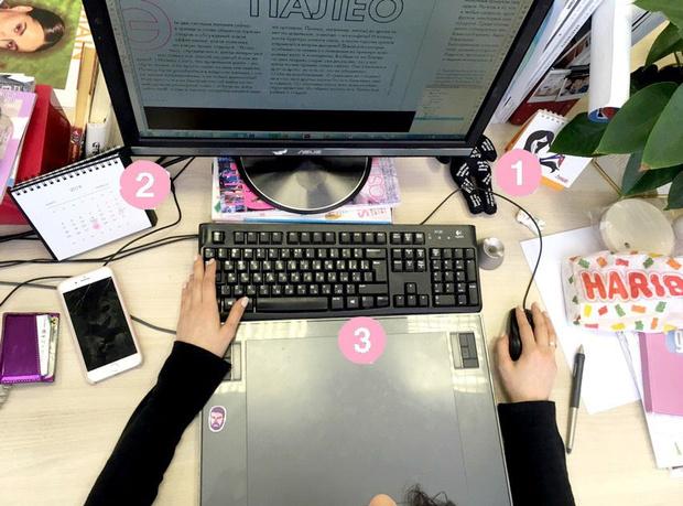 Фото №5 - Кукла вуду, наушники и еда: что на рабочих столах у редакции Elle Girl