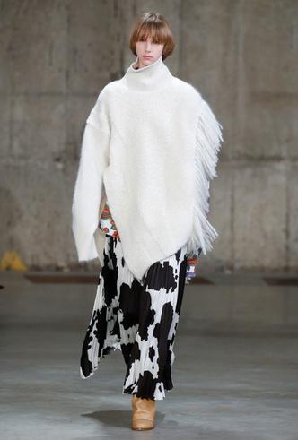 Фото №5 - Коровий принт – новый модный конкурент «леопарда» и «зебры»