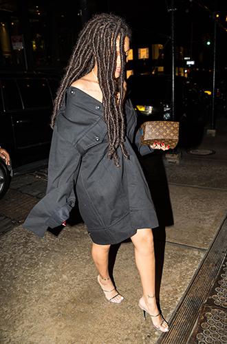 Фото №22 - Это слишком: как Рианна «помешалась» на одежде oversize