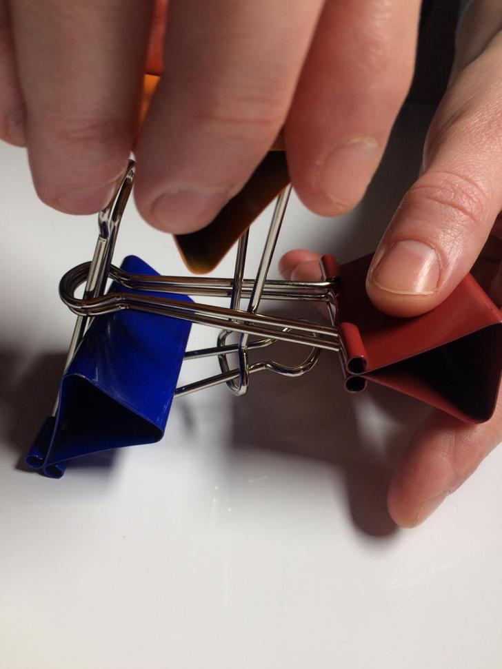Фото №7 - Лайфхак: подставка для смартфона из офисных зажимов своими руками