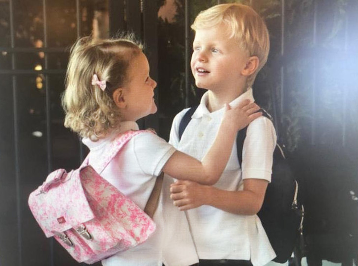 Фото №1 - Принц Жак и принцесса Габриэлла пошли в школу