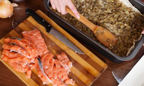 Фото №1 - Специалисты предупреждают, что солёная красная рыба может быть опасна для здоровья. И советуют, как её правильно выбрать