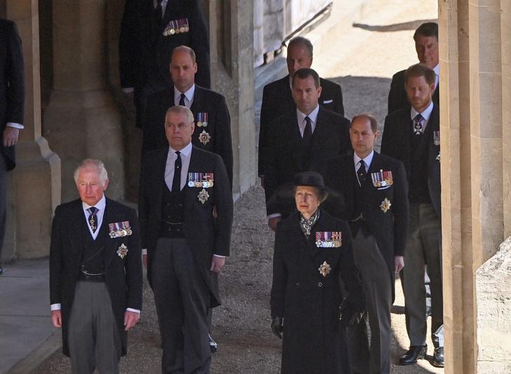 Фото №10 - Последний путь принца Филиппа: как королевская семья прощалась с любимым мужем, отцом и дедушкой