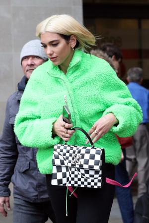Фото №5 - Модная партия: как носить шахматный принт