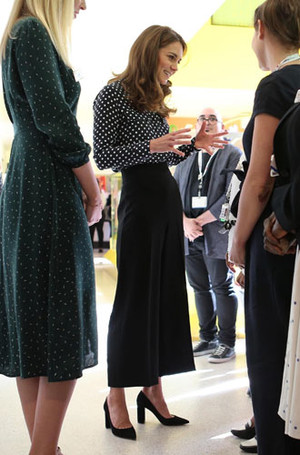 Фото №8 - Самые стильные (и неожиданные) выходы герцогини Кейт в брюках