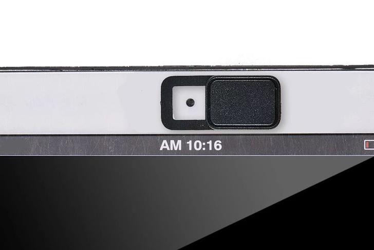 Фото №1 - Apple советует осторожнее закрывать ноутбук, если установлена заглушка веб-камеры
