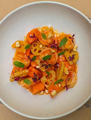 Фото №6 - Что едят шеф-повара: салат с папайей, креветками и маринованным корнем лотоса