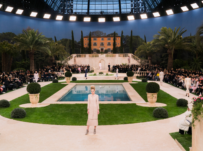 Фото №2 - Как создавалась кутюрная коллекция Chanel весна/лето 2019
