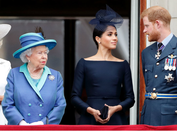 Фото №2 - Теперь в расчете: чем Королева «ответила» на выход биографии Сассекских