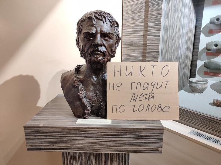 Фото №11 - «Никто не целится в смотрителя из лука»: российские театры, музеи и библиотеки пытаются весело скучать по посетителям (фото)
