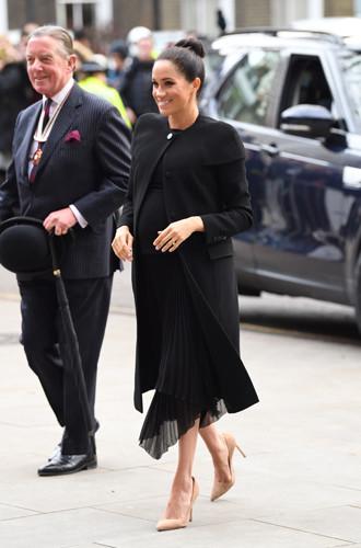 Фото №3 - Почему герцогиня Меган не отказывается от шпилек во время беременности