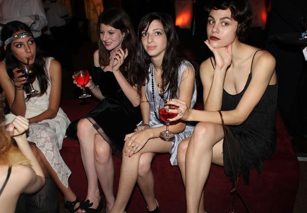 Фото №5 - Самые стильные наряды на вечеринках!
