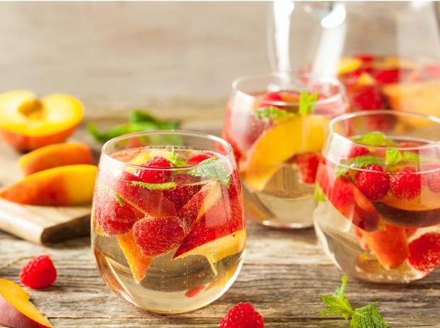 Фото №2 - Сангрия, пунш, слаш: лучшие рецепты освежающих напитков