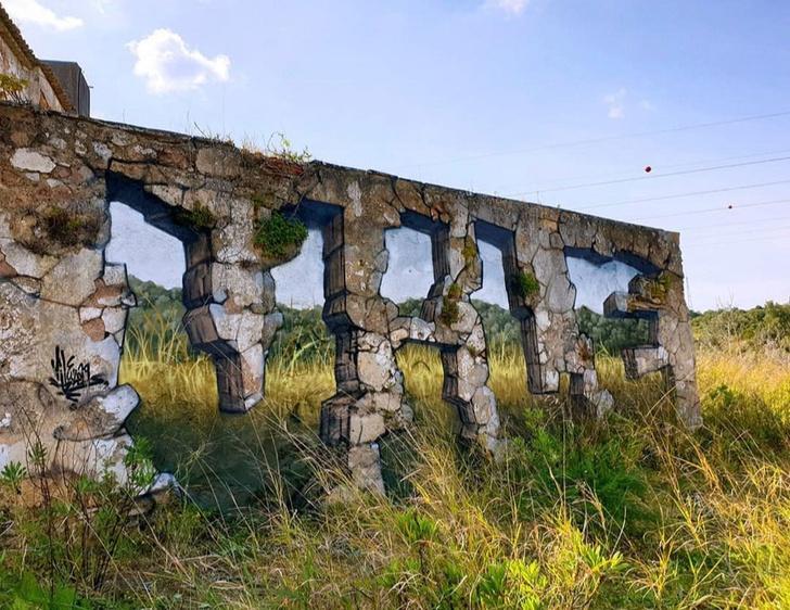 Фото №1 - Этот уличный художник «ломает» стены с помощью граффити-обманок (11 фото)