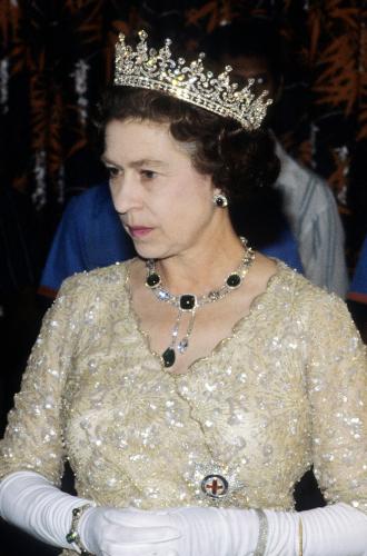 Фото №11 - Королевские драгоценности: самые роскошные украшения Елизаветы II