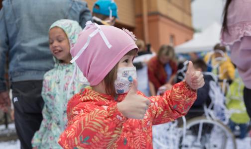 Фото №1 - Акция «Белый цветок» продолжается: Детский хоспис подарит символы признательности врачам