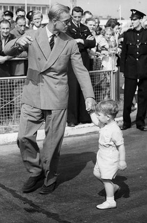 Фото №28 - Малыши-путешественники: первые зарубежные туры королевских детей