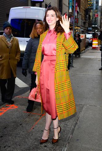 Фото №17 - От Джиджи Хадид до Леди Гаги: кто одевает самых стильных звезд