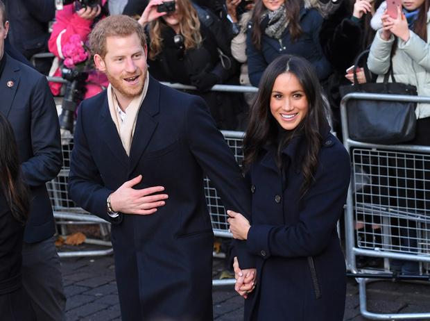 Фото №16 - Меган Маркл и принц Гарри начали свой тур по Великобритании