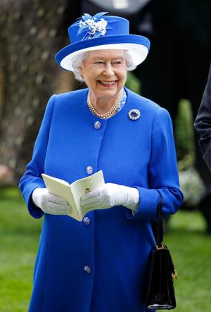 Фото №8 - Символы и знаки: как королевская семья общается при помощи одежды