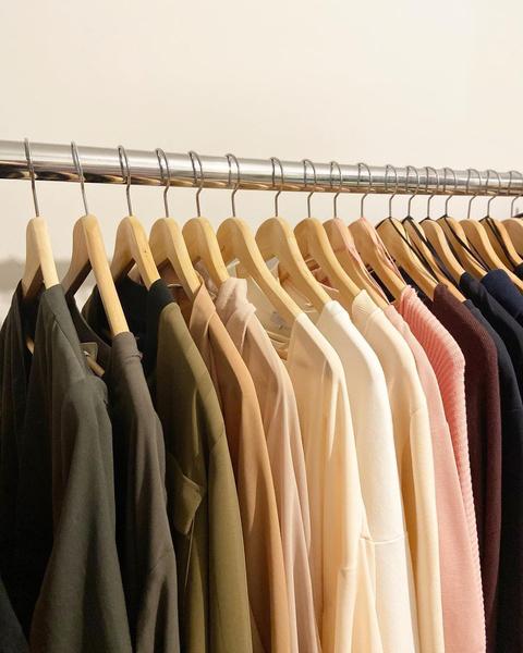Фото №5 - 10 простых и клевых способов навести порядок в шкафу