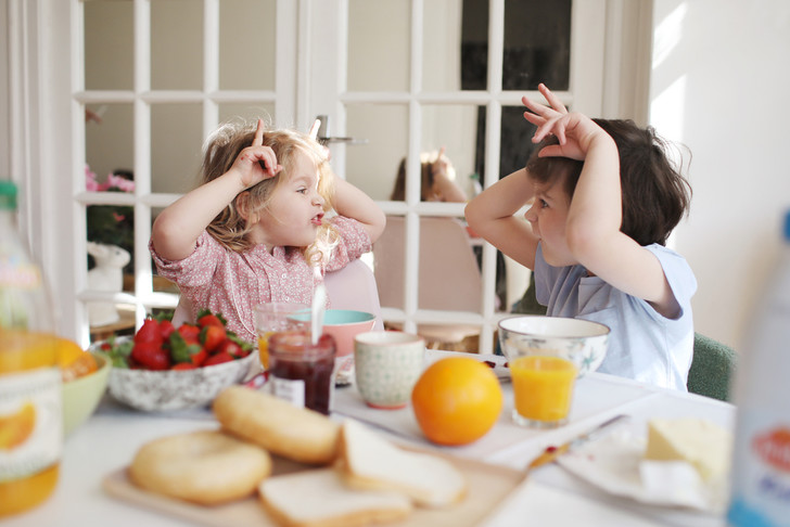 Фото №1 - Дразнить и обзывать: почему все дети должны это делать