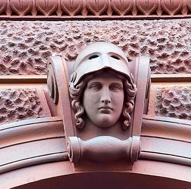 Фото №7 - Лицевая сторона: пражские декоративные рельефы