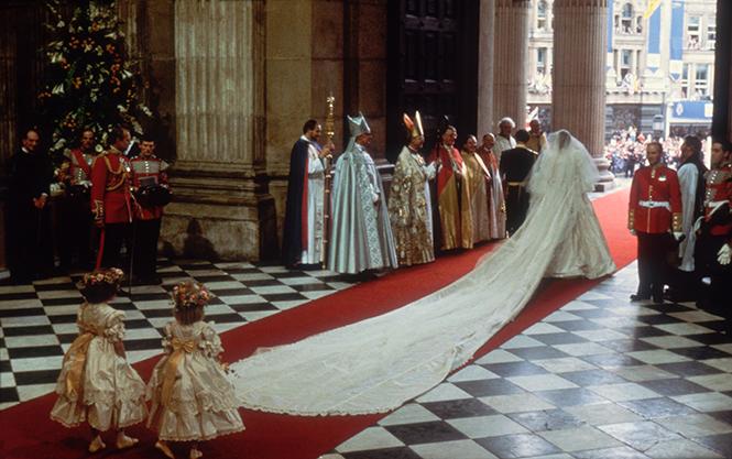 Фото №10 - Свадебное платье-катастрофа принцессы Дианы