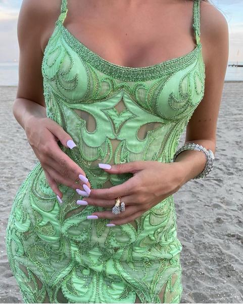 Фото №2 - Как накрасить ногти на учебу: идея нежного осеннего маникюра от Эстер Экспосито
