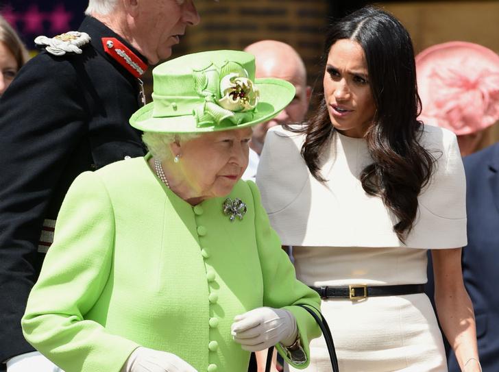 Фото №1 - Теперь в расчете: чем Королева «ответила» на выход биографии Сассекских