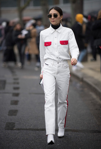 Фото №2 - 3 сочетания с белыми джинсами, которые облегчат сборы