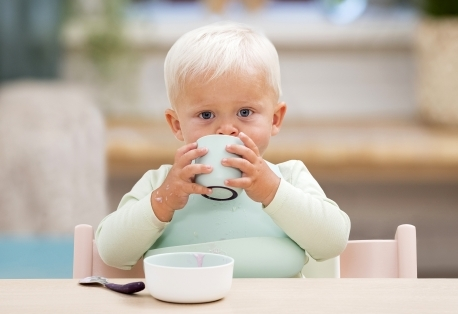 Фото №2 - Новинка от Stokke – комплект детской посуды Munch Collection: Кормление станет веселее, а общение с малышом – еще проще