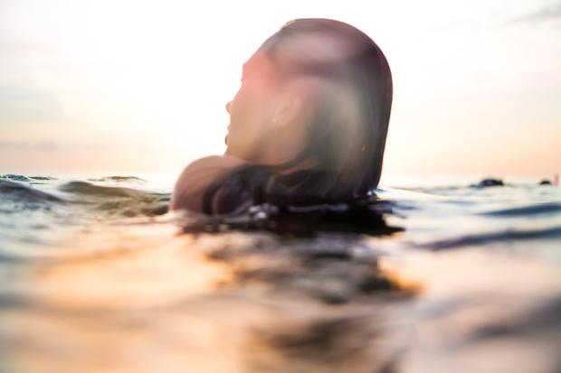 Фото №1 - От ожогов до судорог: какие опасности поджидают на пляже