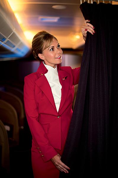 Фото №10 - Высокие стандарты: стюардессы из разных стран мира