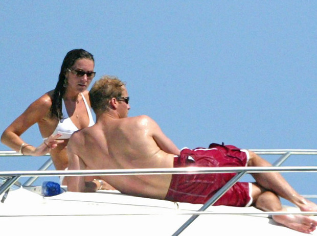 Фото №12 - Королевский пляж: плавки и бикини монарших особ