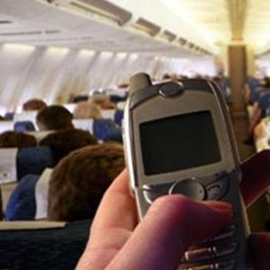 Фото №1 - В самолетах разрешили мобильные