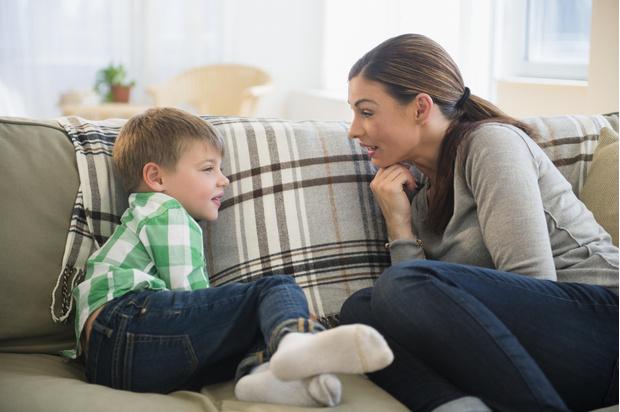 Фото №1 - Не надо так, мама! 4 признака, что ваш сын растет тряпкой
