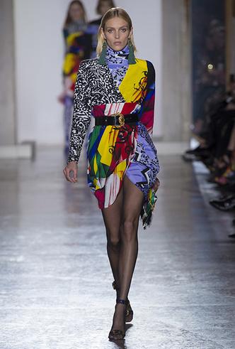 Фото №13 - Парад топ-моделей: Наталья Водянова, Джиджи Хадид, Кайя Гербер и другие на подиуме Versace FW18-19