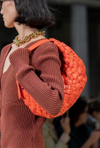 Фото №23 - Самые модные сумки весны и лета 2020