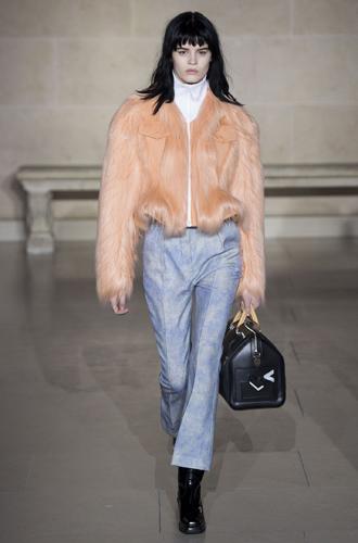 Фото №9 - Fashion director notes: буржуазный шик в коллекции Louis Vuitton FW 2017/18