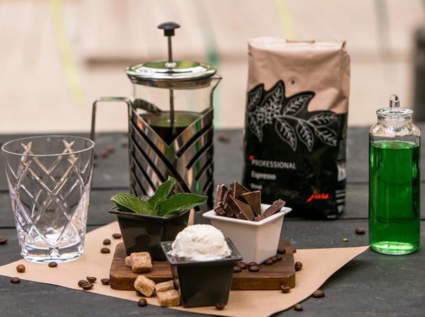 Фото №1 - Мятный, десертный, газированный: три рецепта холодного кофе для жаркого лета