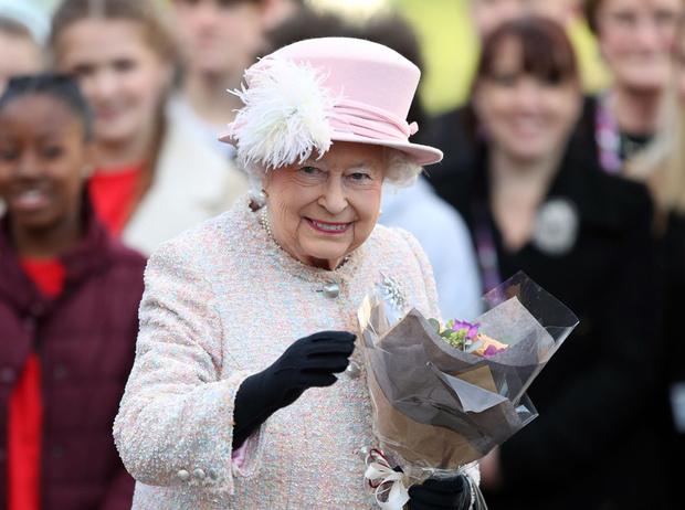 Фото №2 - 5 правил королевского этикета, которые нужно выучить Меган Маркл уже сейчас