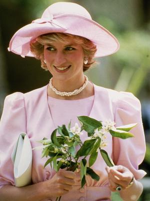 Фото №10 - От персикового до фуксии: как принцесса Диана носила розовый цвет (и почему он ей так шел)